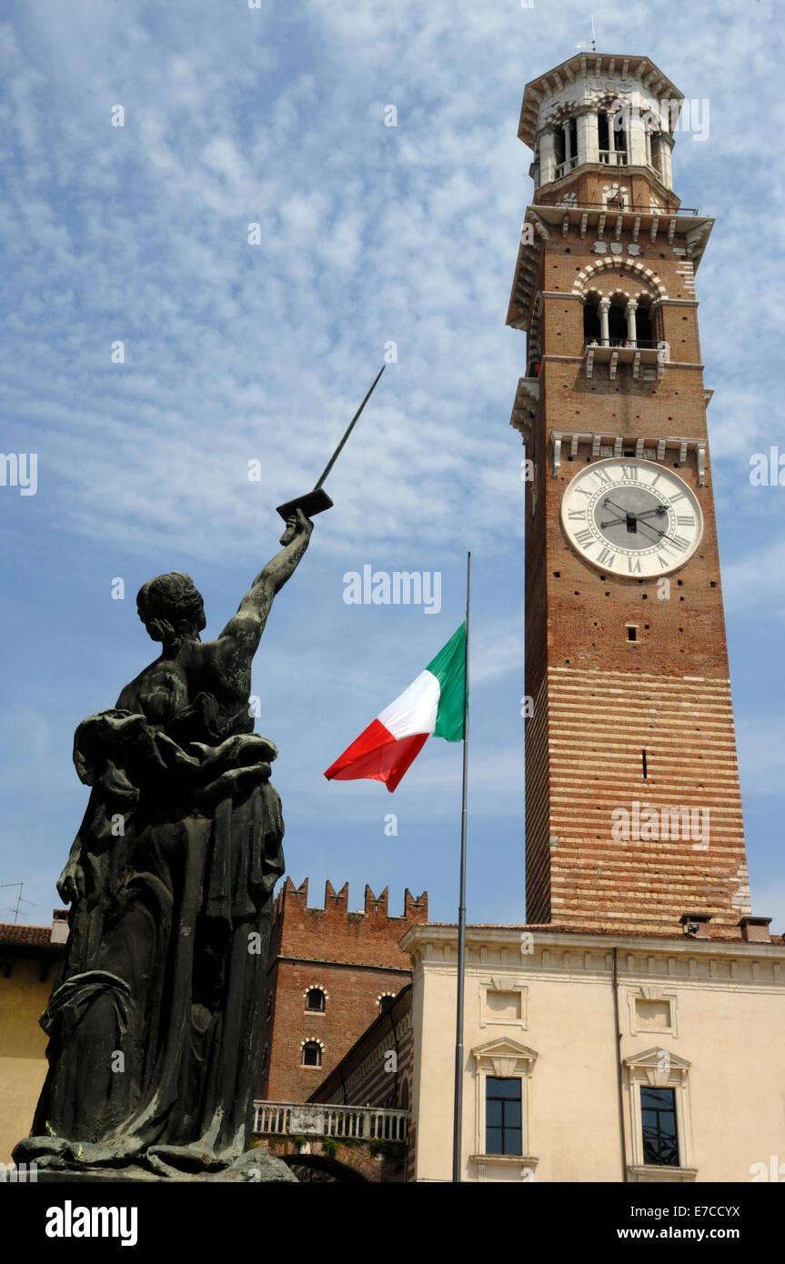 Torre dei Lamberti in Piazza della Erbe, Verona Stockbild