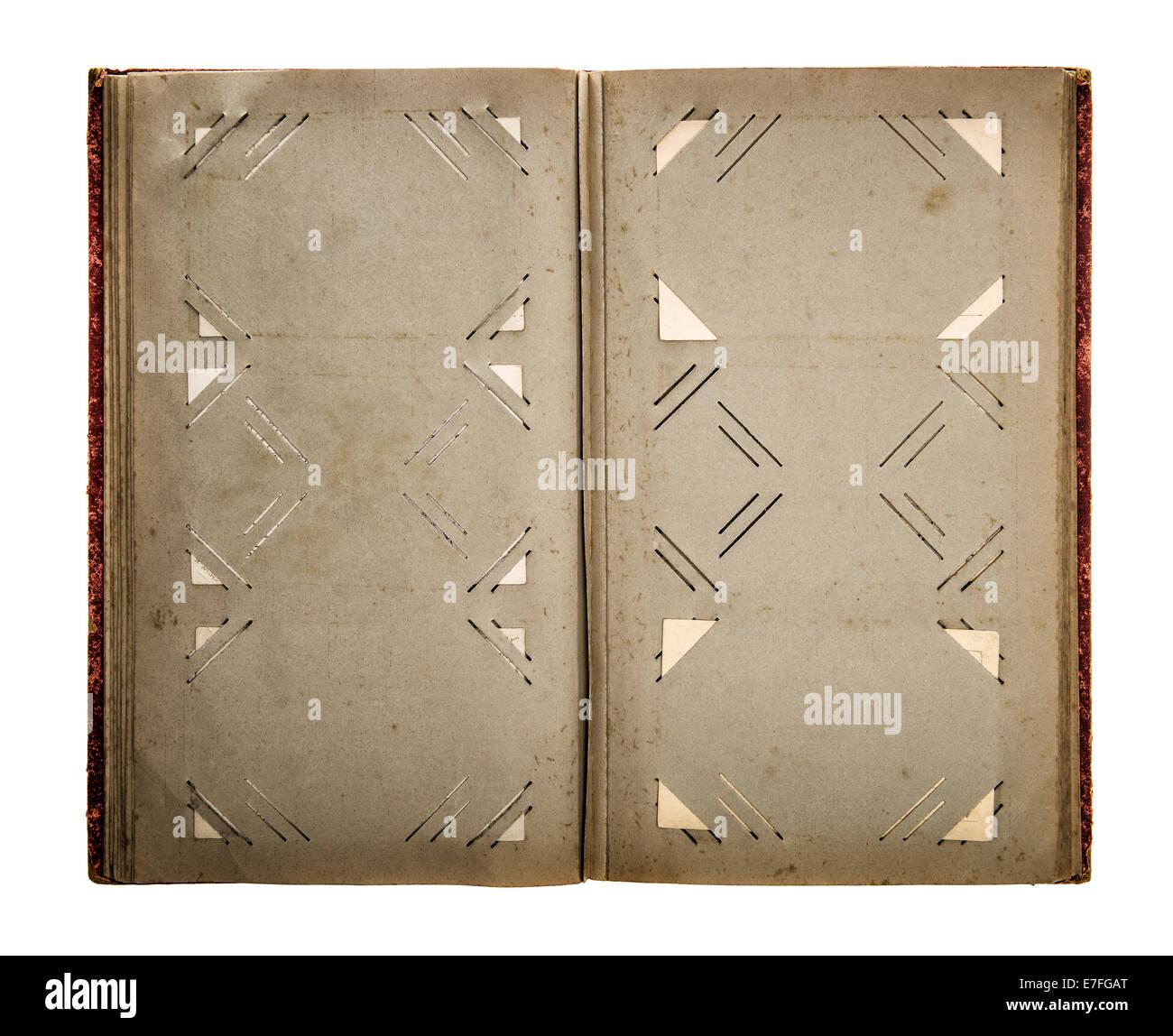 ffnen sie vintage fotoalbum mit schmutziger alter papierseiten isoliert auf wei em hintergrund. Black Bedroom Furniture Sets. Home Design Ideas