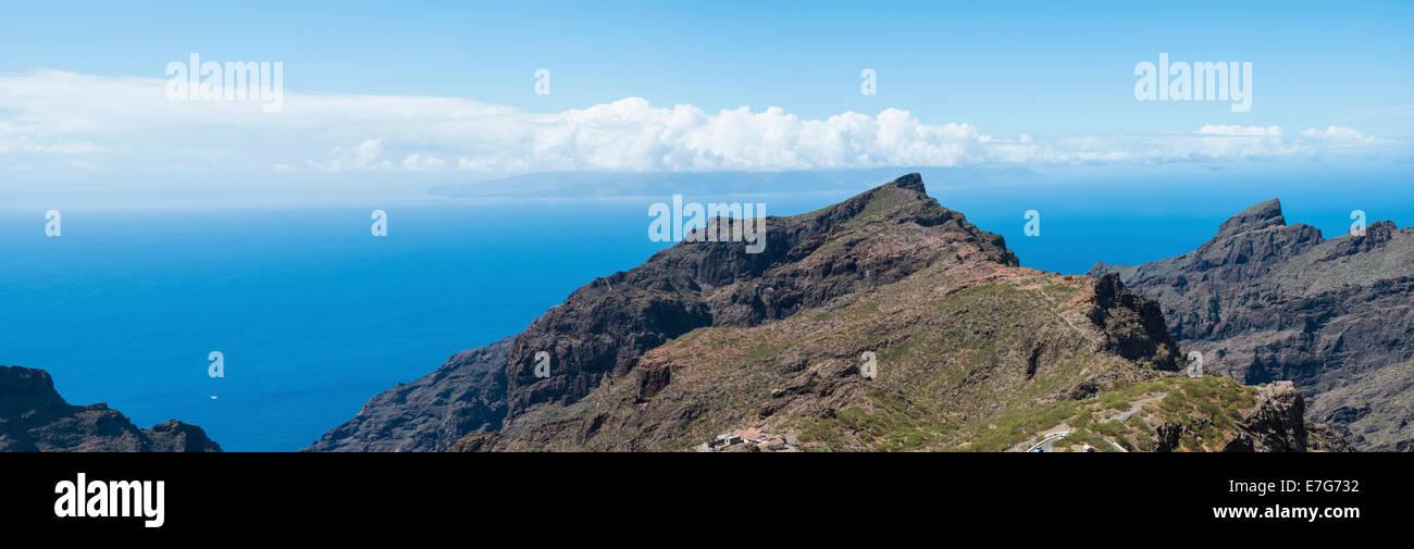 Klippen in der Nähe von Santiago del Teide, Teneriffa, Kanarische Inseln, Spanien Stockbild