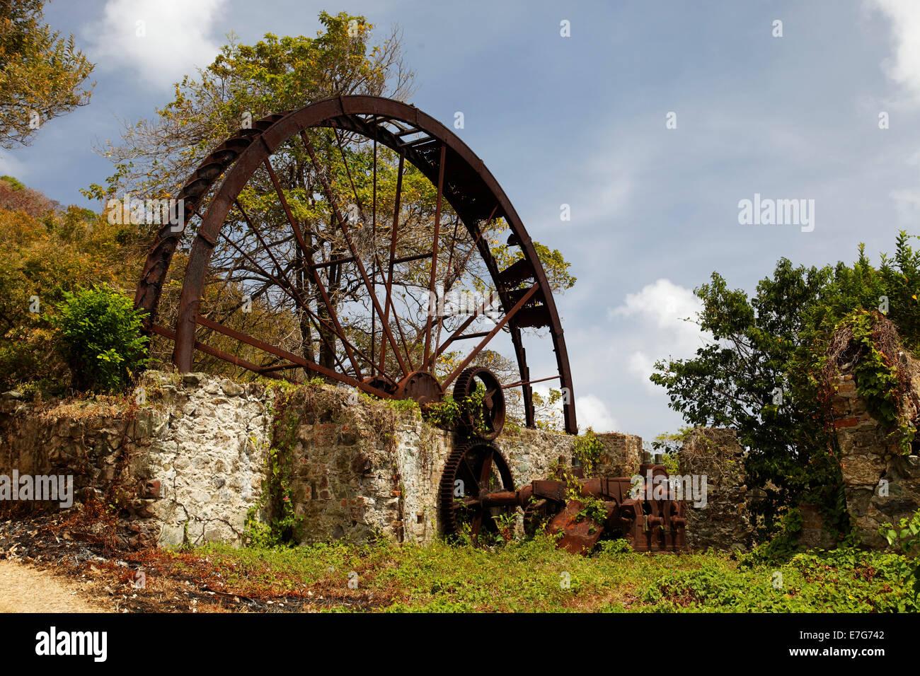 Alte Zuckerfabrik, Mühlrad, verrostet, Trinidad und Tobago Stockbild