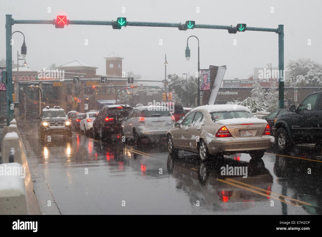 10th Street bridge Lane Umkehrsystem. Der Verkehr fließt in verschiedene Richtungen während der Hauptverkehrszeit Stockbild