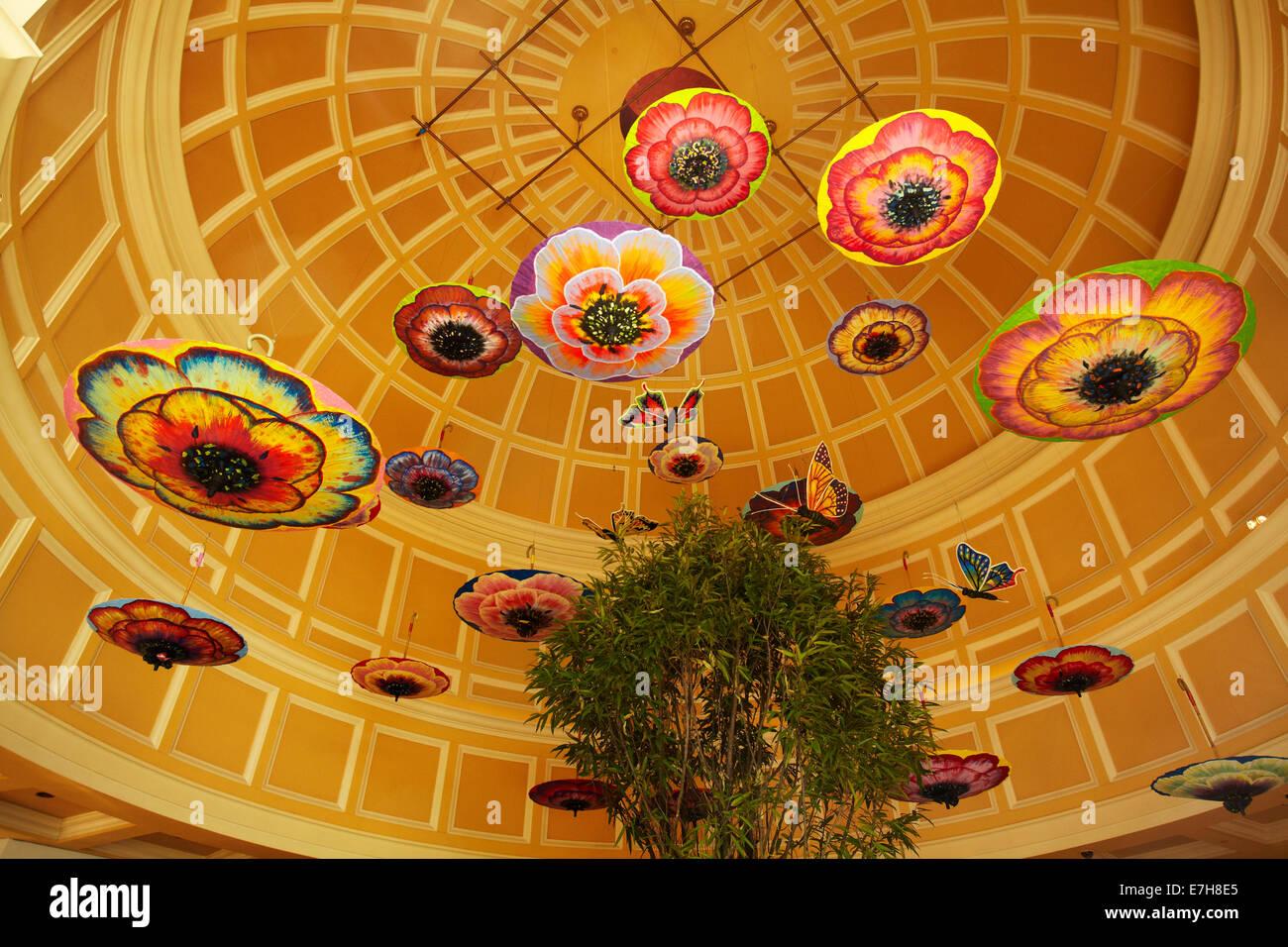 Sonnenschirme im Atrium, Bellagio, Las Vegas, Nevada, USA Stockbild