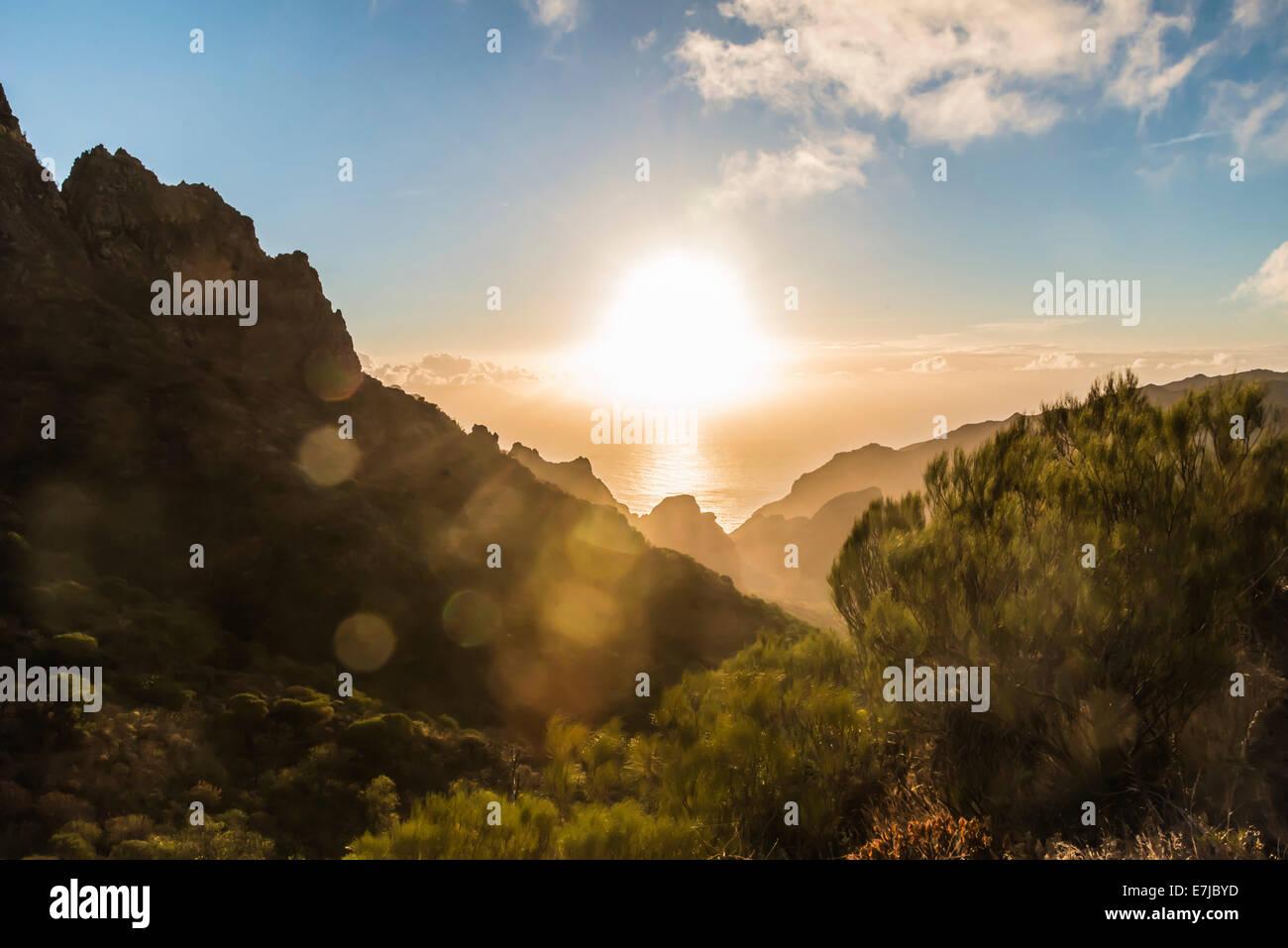 Masca Schlucht, Silhouetten der Berge bei Sonnenuntergang, Teneriffa, Kanarische Inseln, Spanien Stockbild