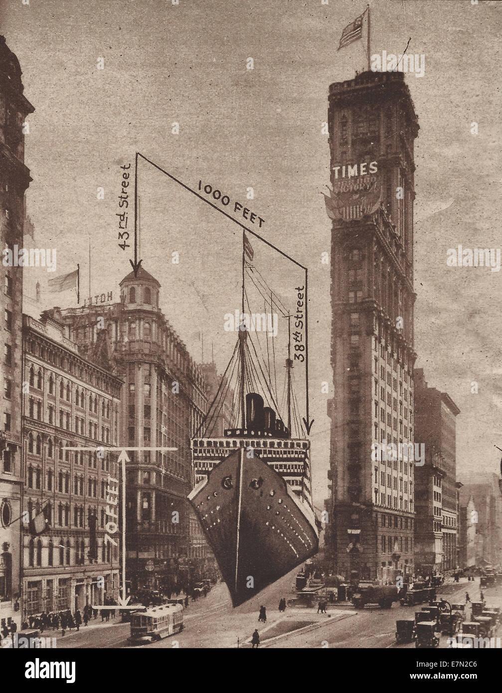 Eines der neuen Ozean-Dampfer vor kurzem projiziert würde entlang der Broadway in New York von der Mal-Ecke Stockbild
