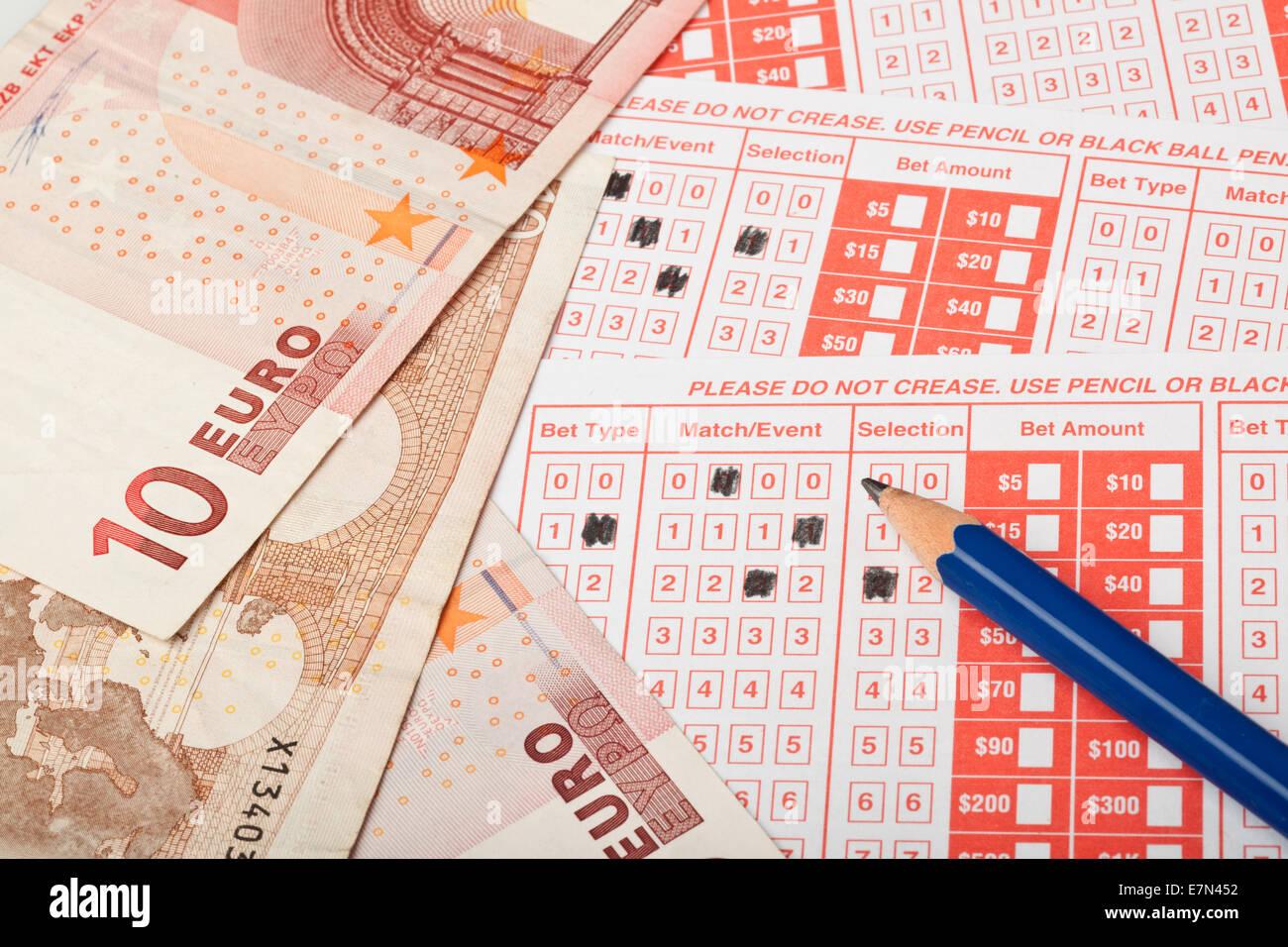 Nahaufnahme von Euro und Sportwetten slip Stockbild