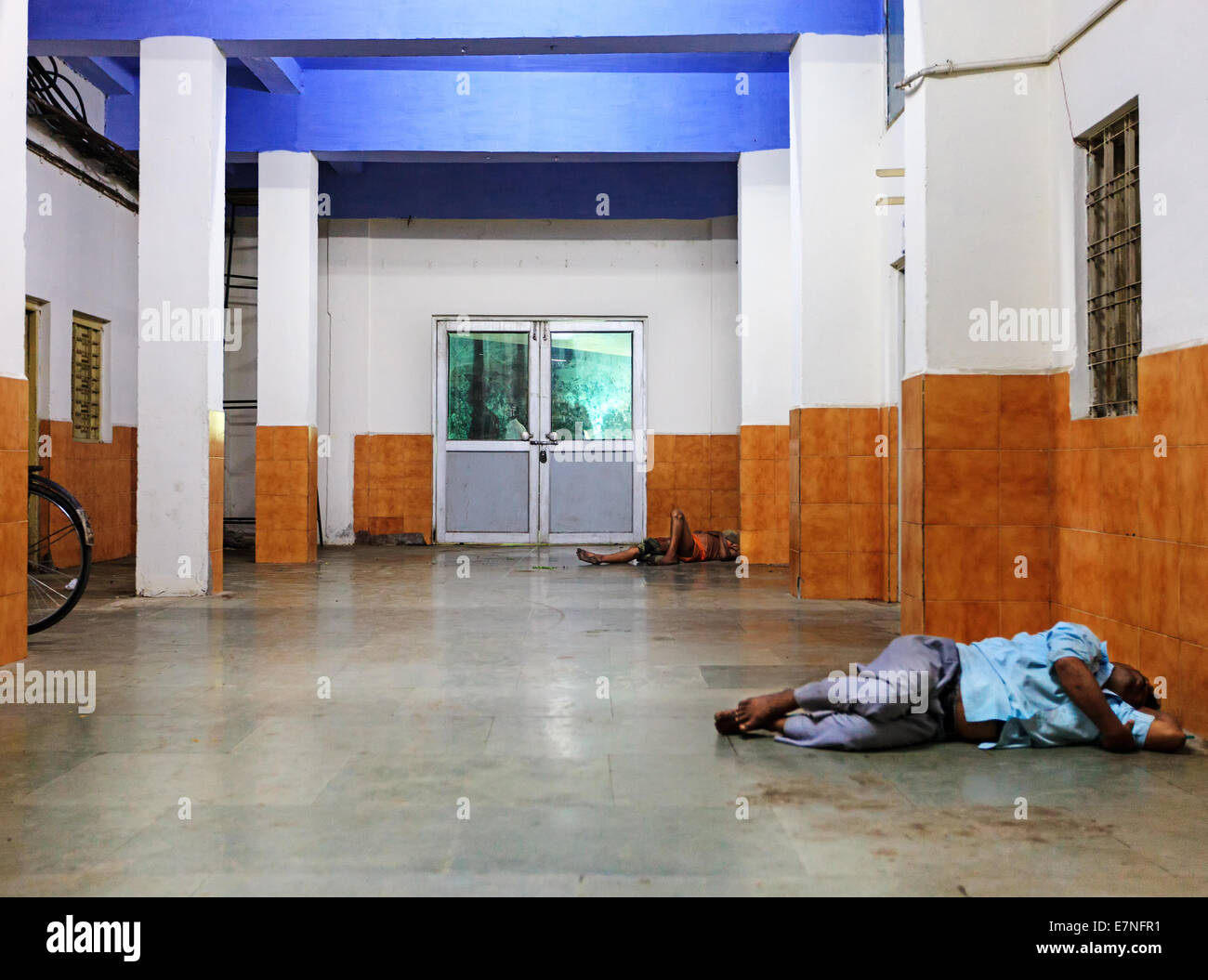 homeless people india indian stockfotos homeless people india indian bilder alamy. Black Bedroom Furniture Sets. Home Design Ideas