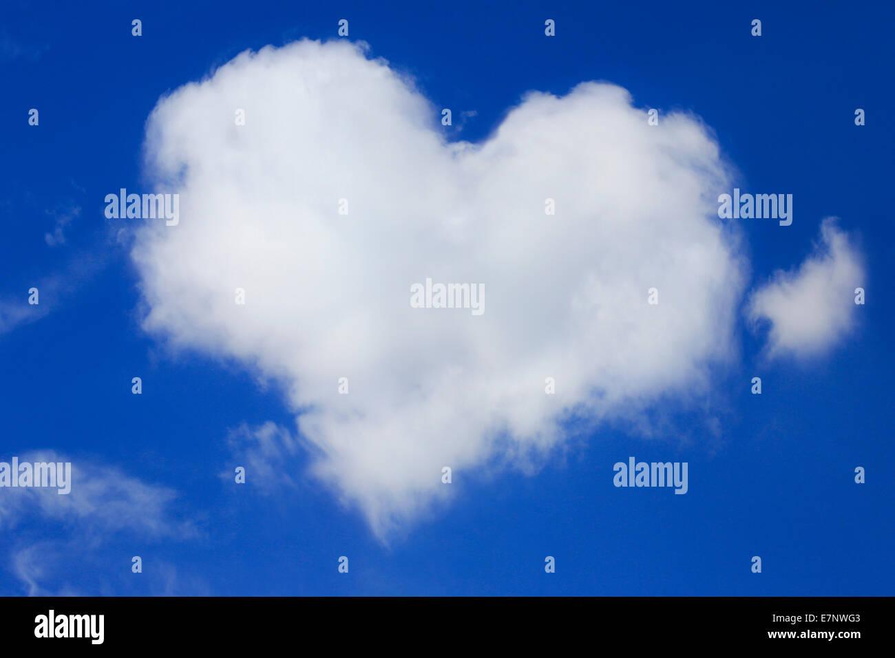 Herz, Herzform, Himmel, Liebe, Luft, Natur, Phänomen, Valentine, Breite, Breite, Wetter, Wind, Wolken, Wolke Stockbild