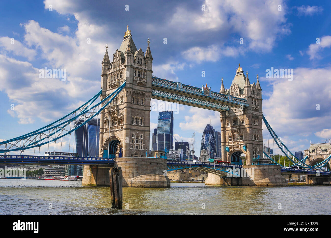 Stadt, London, England, UK, Architektur, Brücke, berühmte, Skyline, Themse, Fluss, Tourismus, Reisen, Stockbild