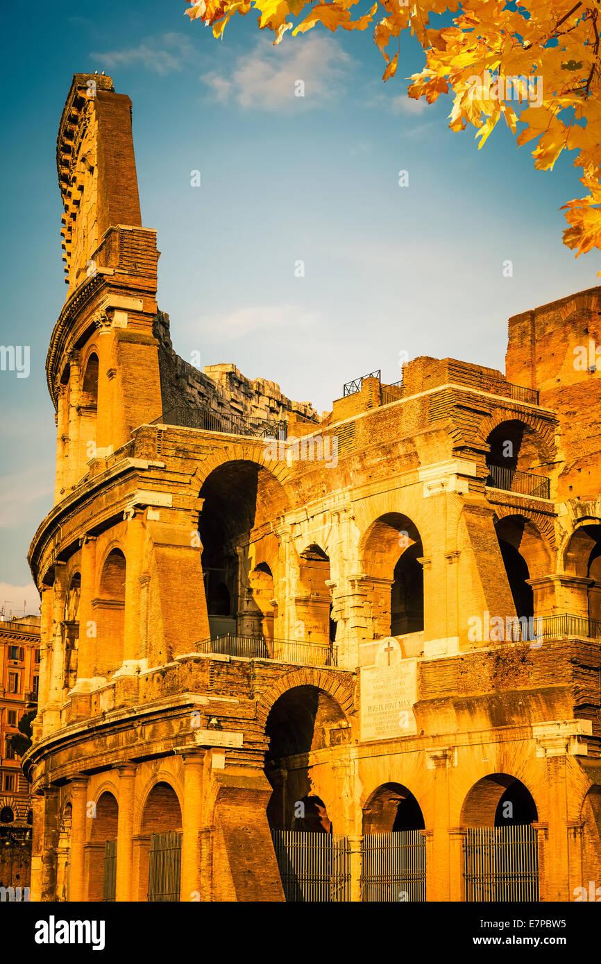 Kolosseum bei Sonnenuntergang Stockbild