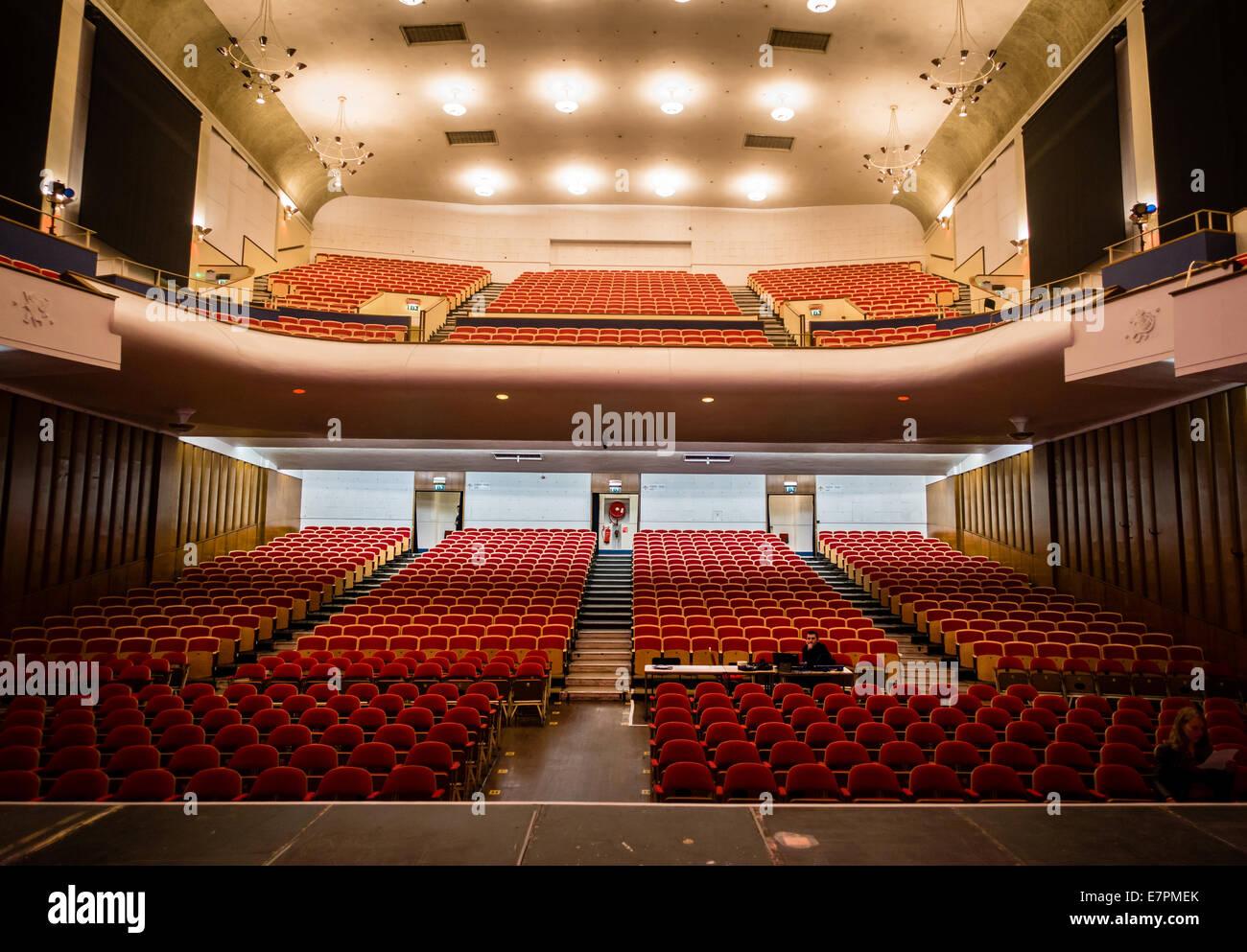 http://c8.alamy.com/compde/e7pmek/art-deco-interieur-der-colston-hall-bristol-uk-aus-der-performerinnen-buhnenansicht-e7pmek.jpg