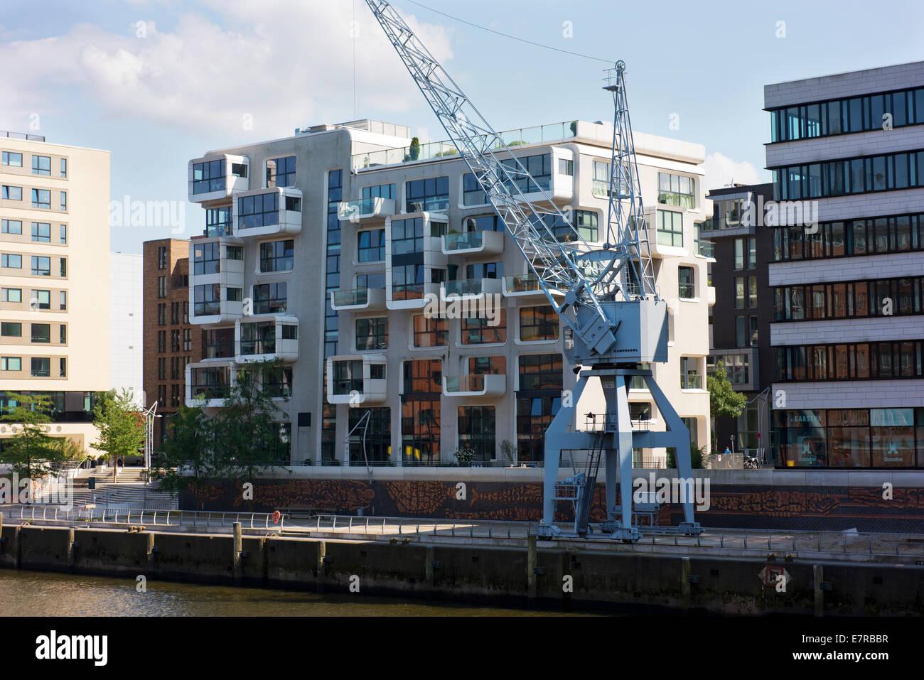 Moderne Wohnhäuser und alten Kran in Hamburgs Neu Stadt. Stockbild