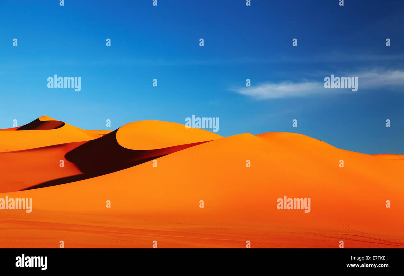 Sanddüne in der Wüste Sahara bei Sonnenuntergang Stockbild