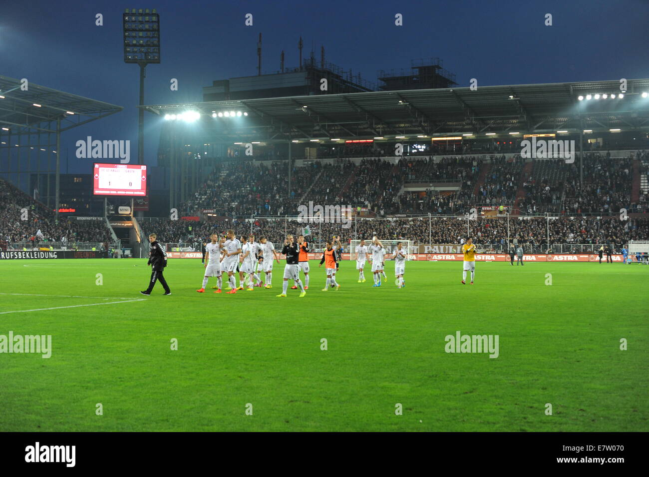 stadion flutlicht stockfotos stadion flutlicht bilder alamy. Black Bedroom Furniture Sets. Home Design Ideas
