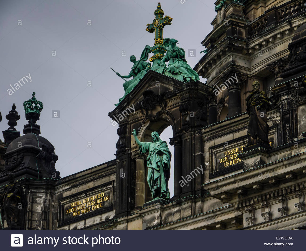 Berliner Dom (Berliner Dom) Dem Deucschen Volke Europa zahlen Deutschland Detail Skulptur Statuen Stockbild