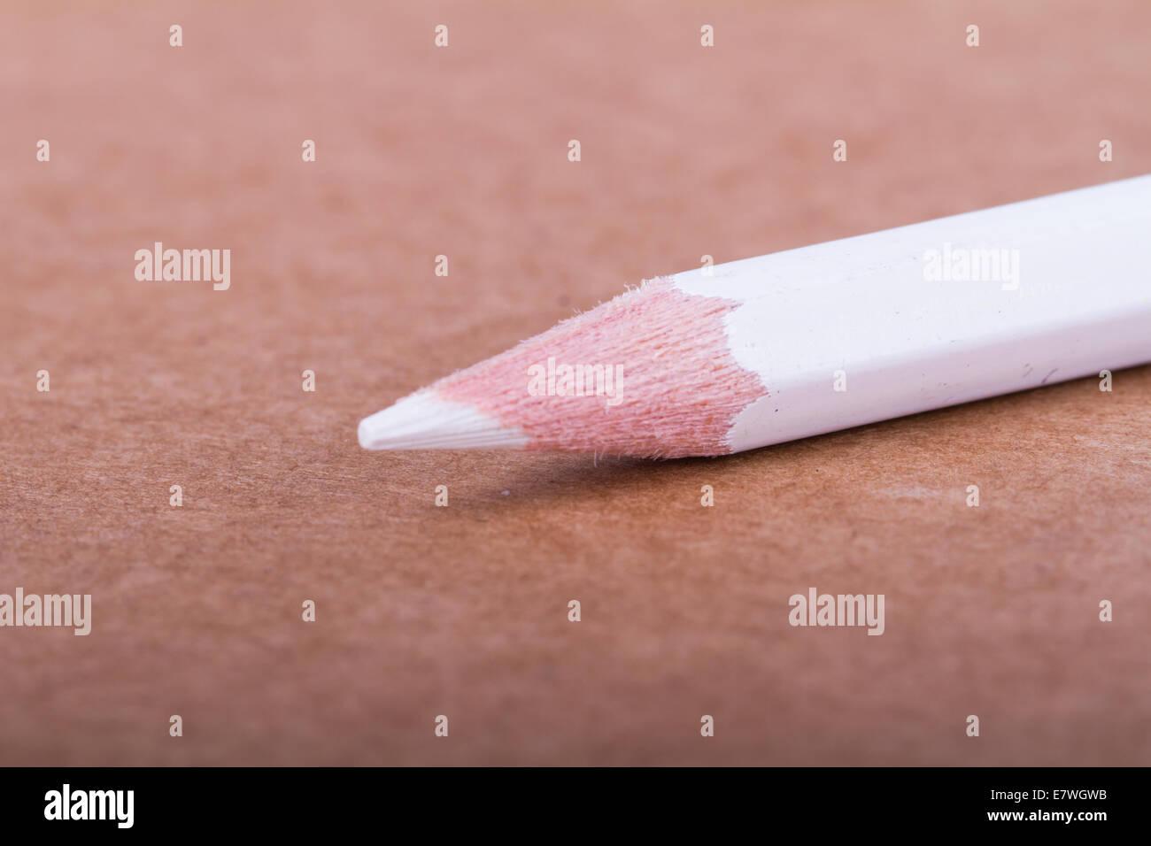 Bleistift auf strukturierten Hintergrund weiß. Stockbild