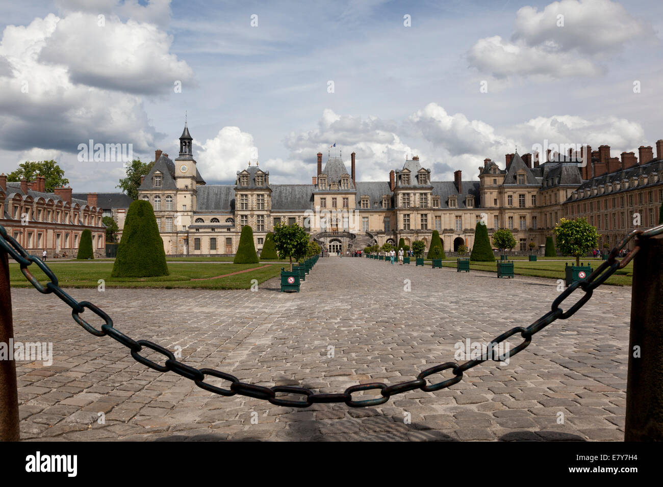Eingang zum Schloss Fontainebleau, Frankreich Stockbild