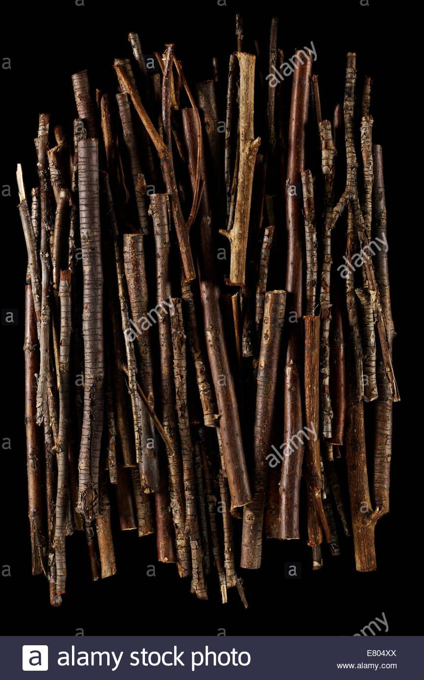Getrocknete Äste, Reisig und Äste Stack & angehäuft Textur Hintergrund Stockbild
