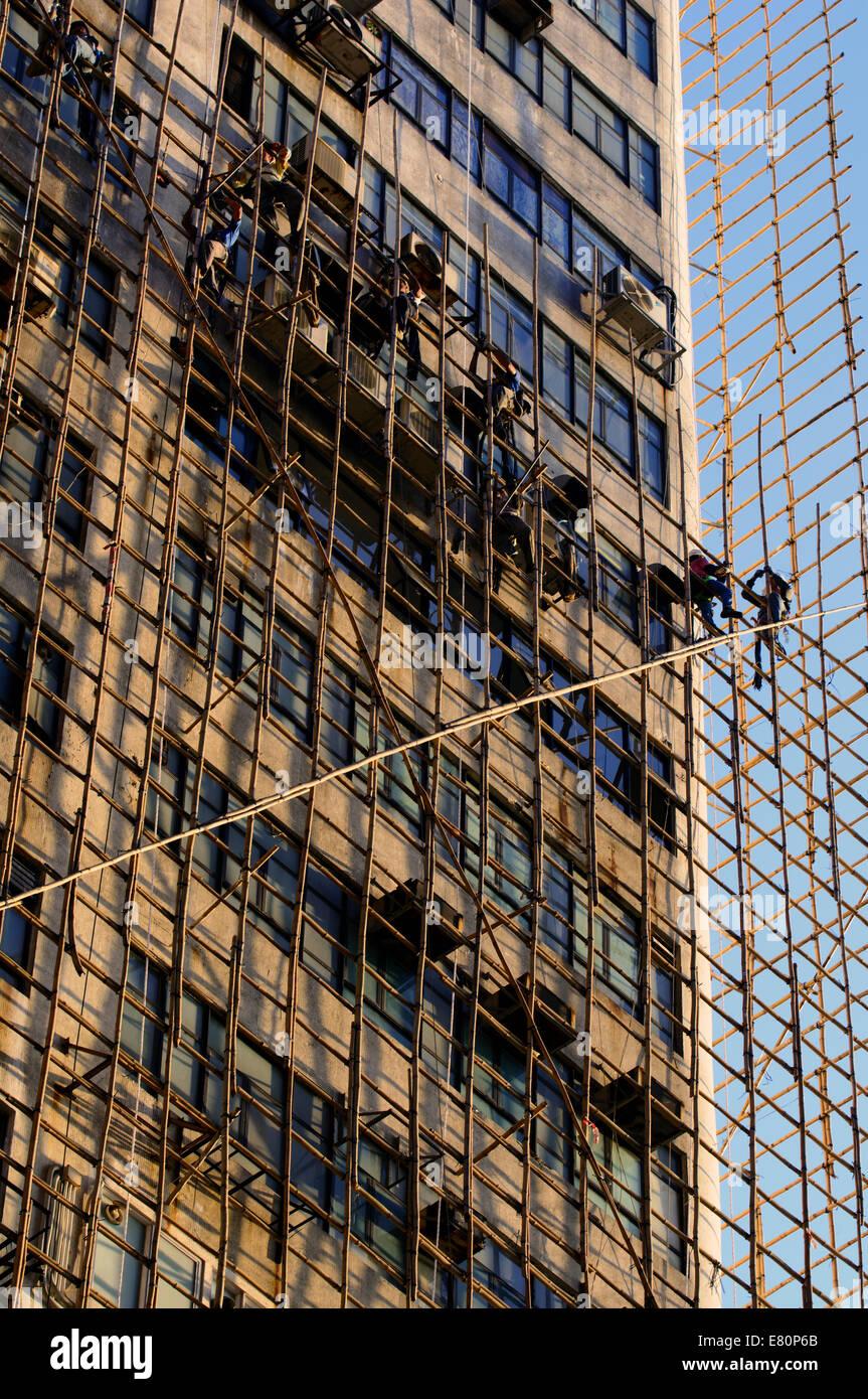 Chinesische Bauarbeiter Auf Bambus Gerust Hong Kong China
