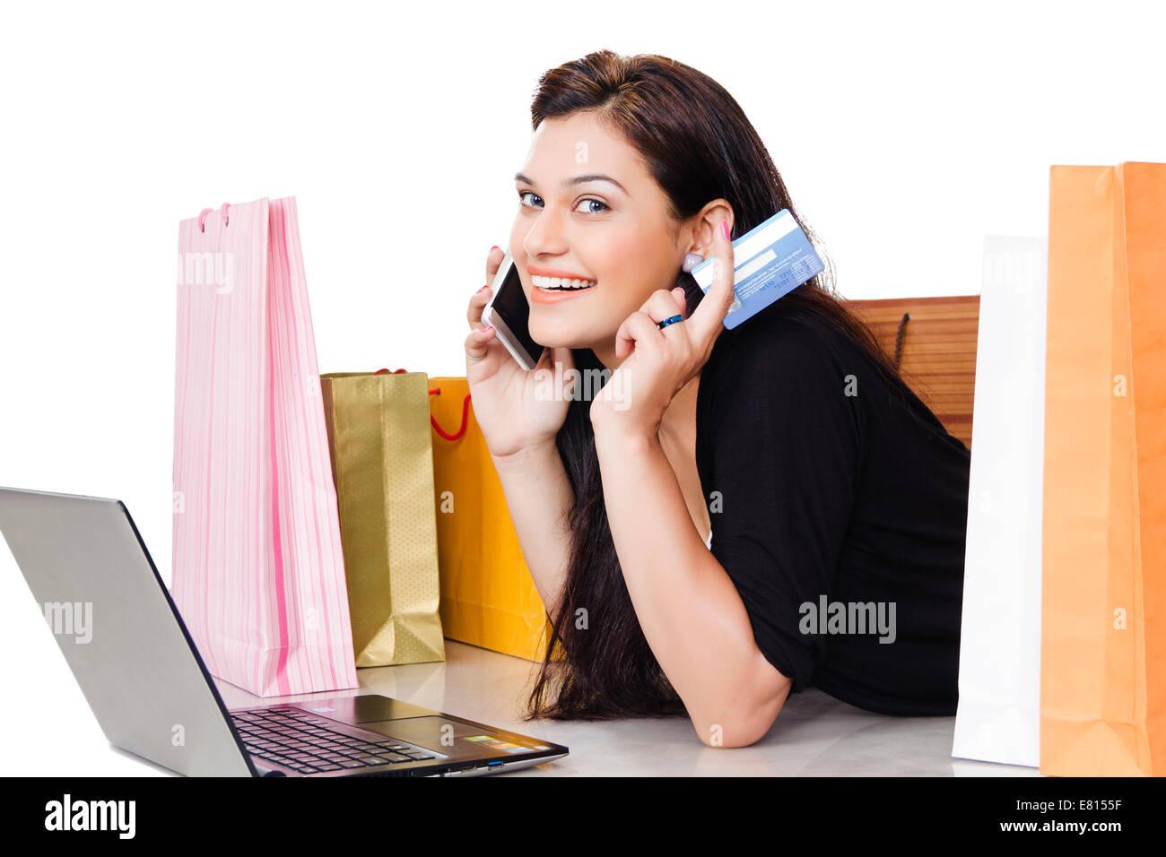 790cd2ef14e448 Indian Beautiful Ladies Shopping Credit Stockfotos   Indian ...