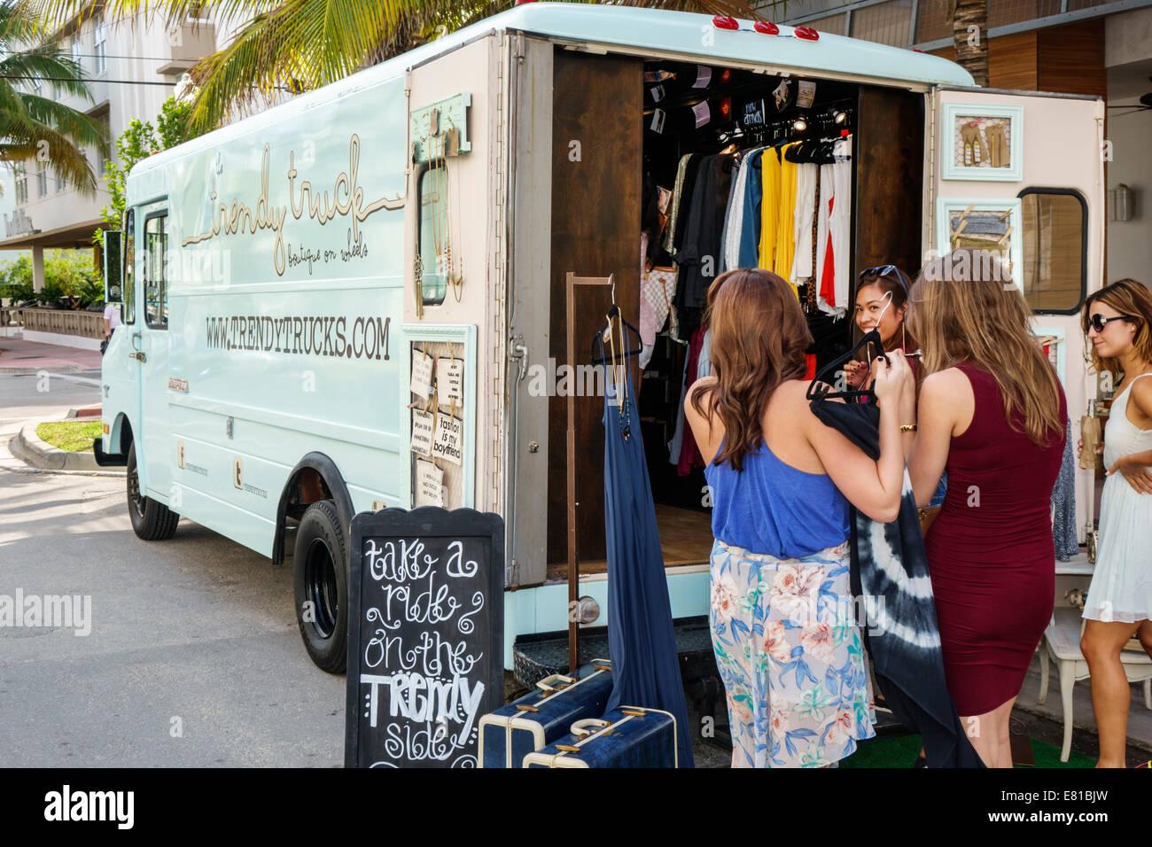 Florida, FL, Süd, Miami Beach, 'Ocean Drive', Pop-up-Store, trendy Truck, Mode, trendy, Frauen, Kleidung, Kleidung, Stockfoto