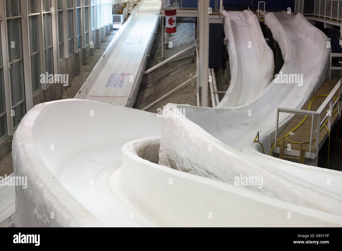 Schiebe-Spuren im Ice House, Push-beginnt ein Trainingszentrum in Canada Olympic Park für Schiebe-Sport Athleten Stockbild