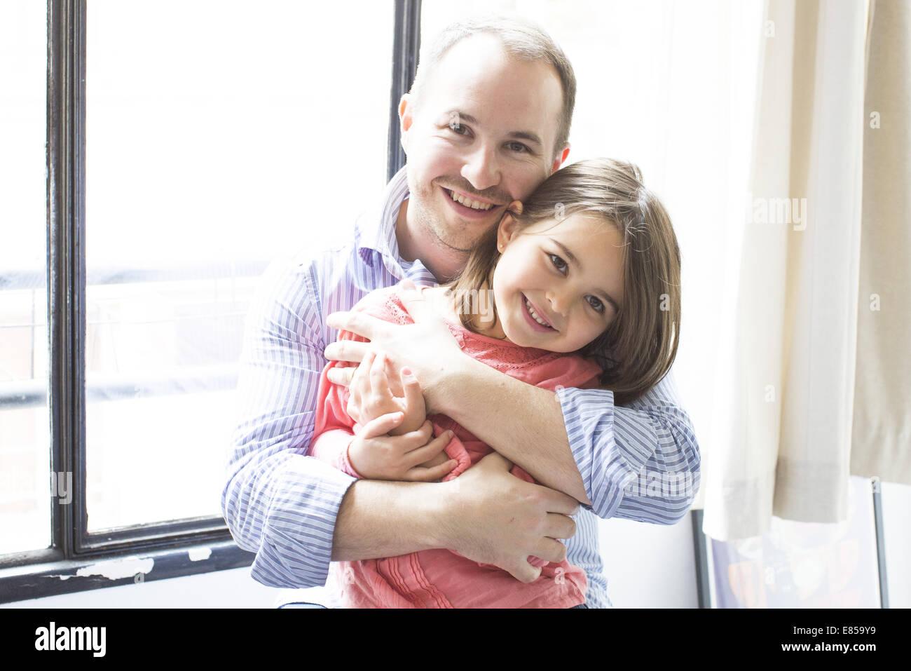 Vater den jungen Tochter, portrait Stockbild