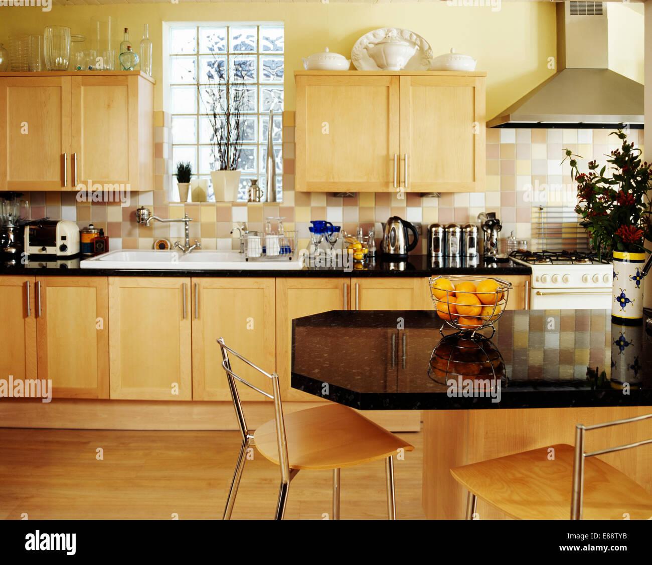 Ausgezeichnet Kirschholz Küchenschränke Aus Schwarzem Granit ...