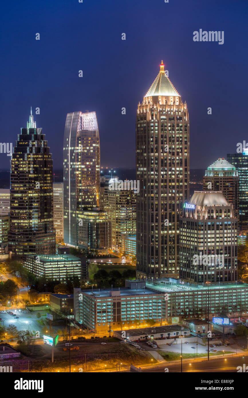 Erhöhten Blick auf die Interstate 85, vorbei an der Atlanta Skyline, Atlanta, Georgia, Vereinigte Staaten von Stockbild