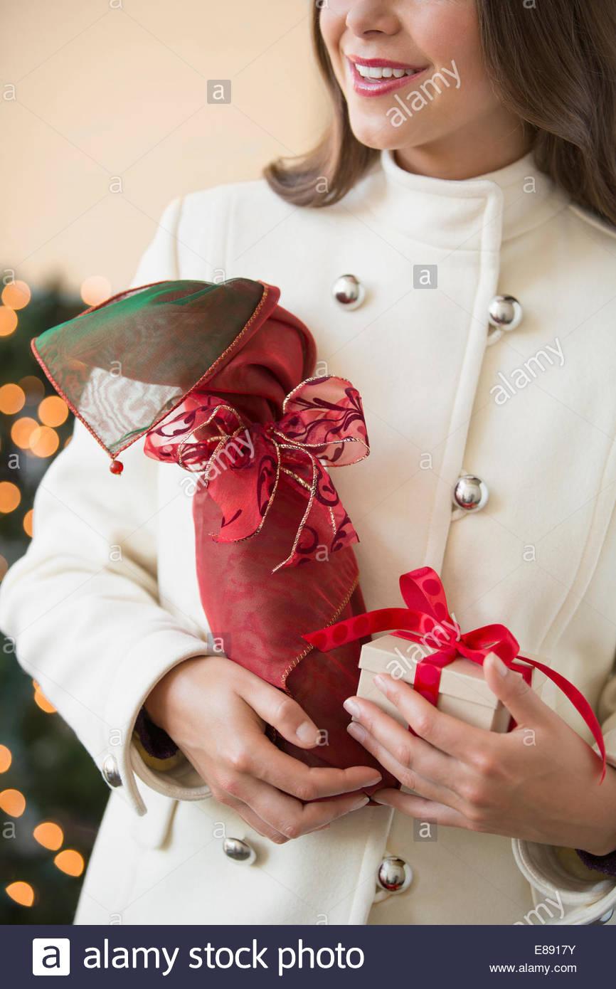 Gift Wrapped Bottle Stockfotos & Gift Wrapped Bottle Bilder - Alamy