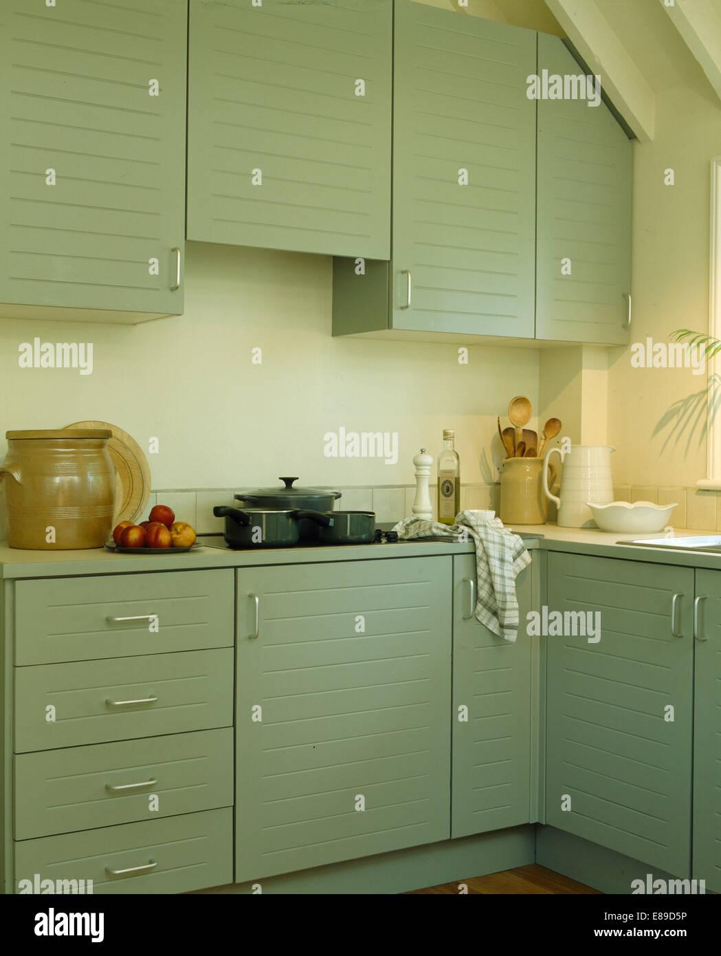 Pastell Grün Einheiten in Farrow + Ball malen in modernen Küche ...