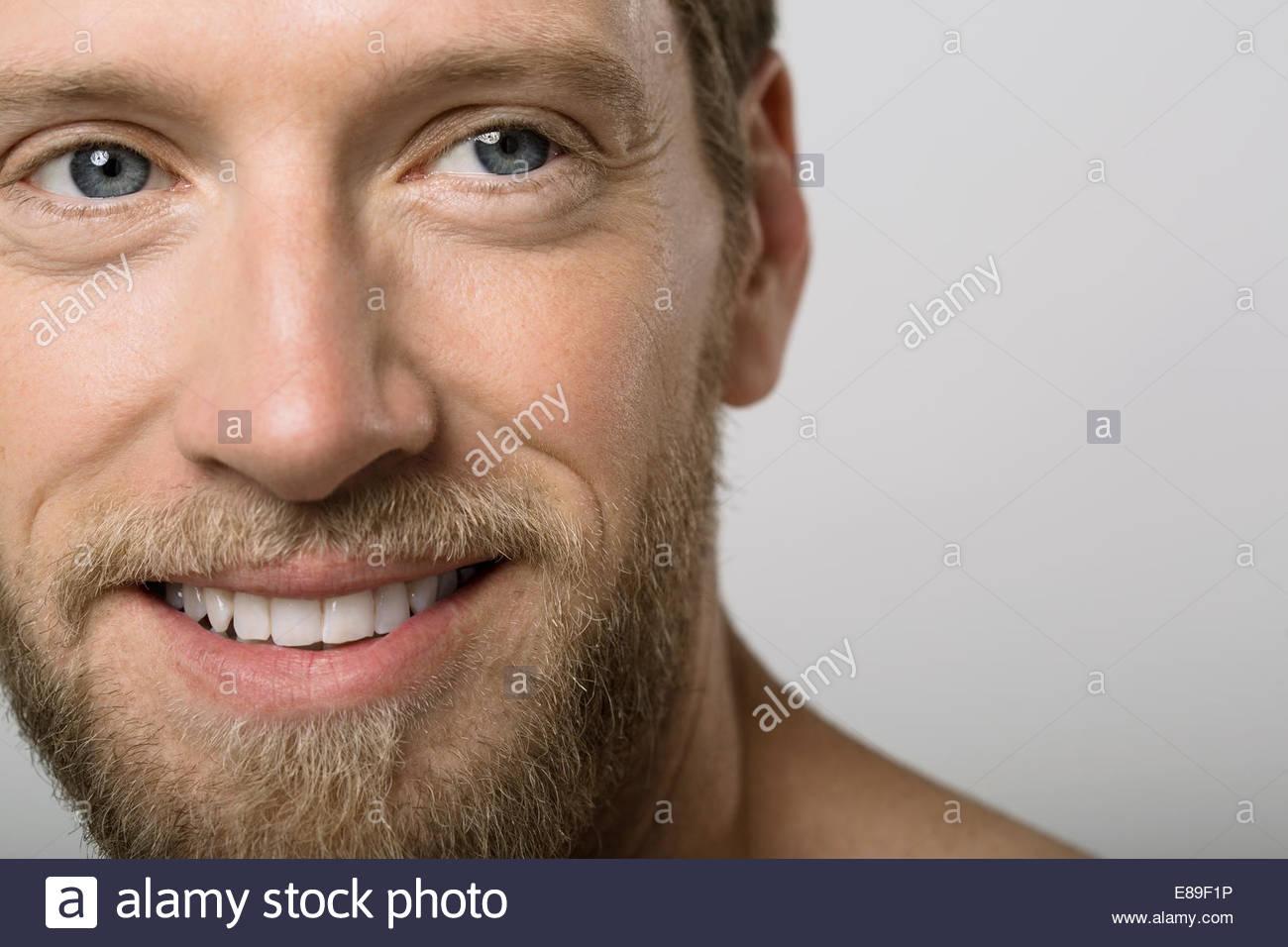 Porträt Des Mannes Mit Blonden Bart Hautnah Stockfoto Bild