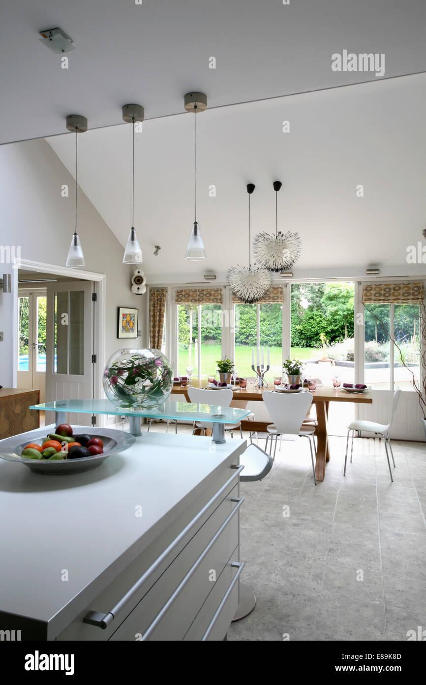 Anhänger Beleuchtung über Insel Gerät In Grosse Moderne Offene Küche Und  Esszimmer Mit Granitboden