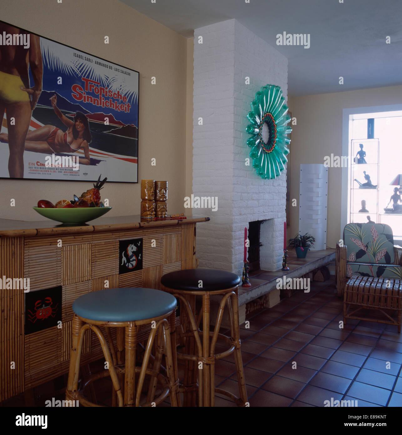 Bambus-Hocker Bambus Bar im 50er Jahre-Stil-Wohnzimmer mit ...
