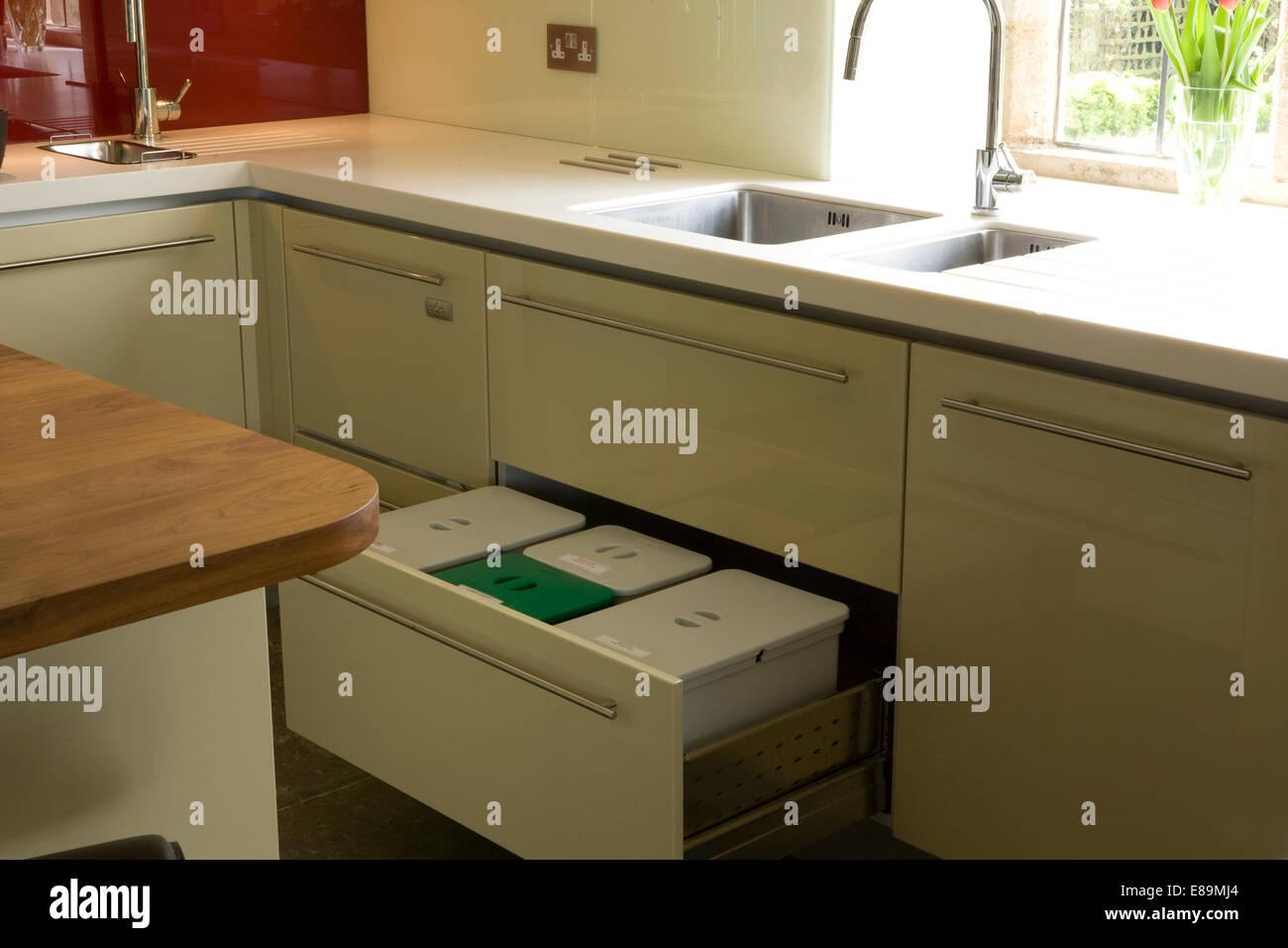 Kunststoff Kompost Und Recycling Behalter In Der Schublade Unter Der
