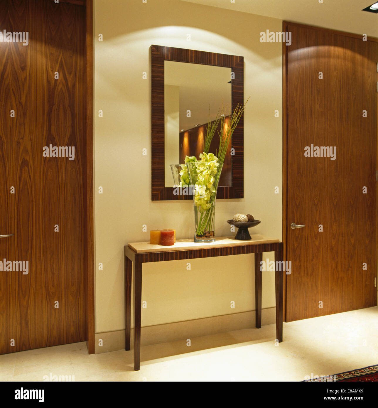 console table and mirror stockfotos console table and. Black Bedroom Furniture Sets. Home Design Ideas