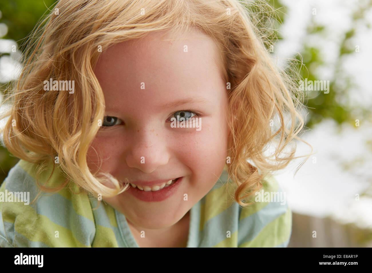 Niedrigen Winkel Nahaufnahme Portrait der niedliche Mädchen Stockbild