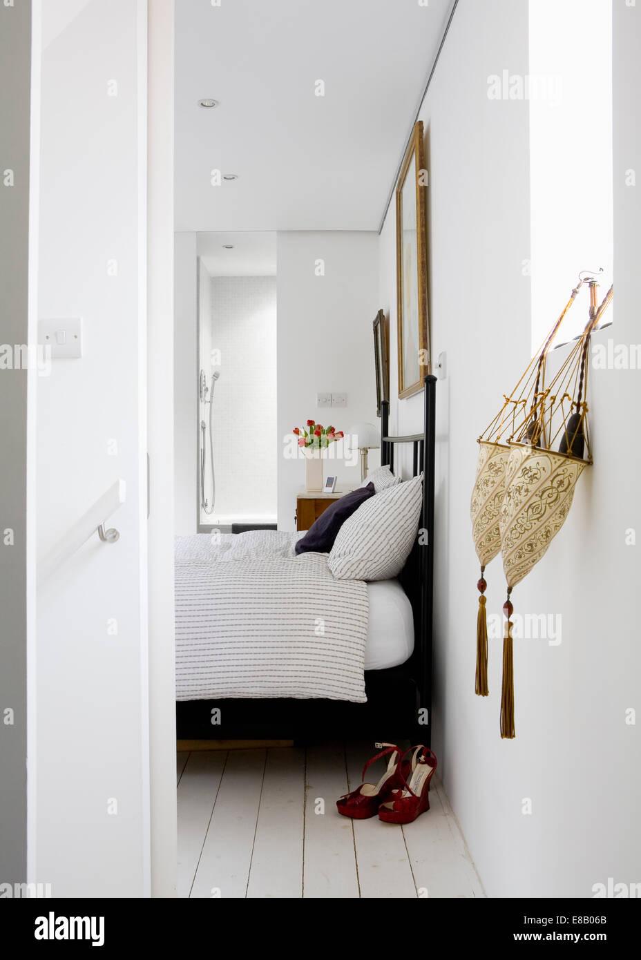 Lampenschirme Als Wandspeicher Neben Offene Tur Fur Moderne Weisse