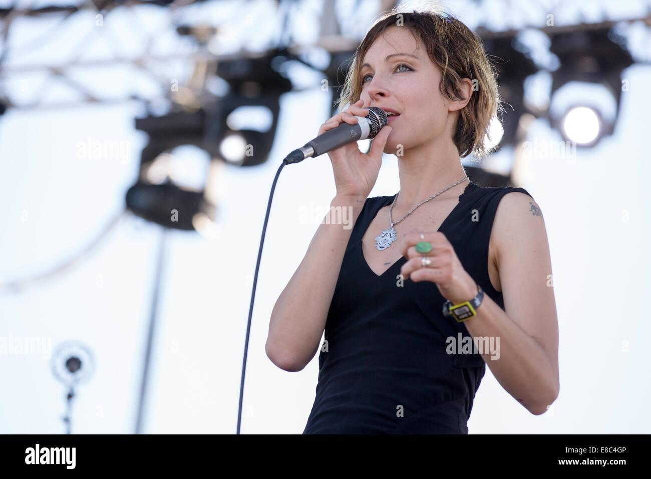 Austin, Texas, USA. 4. Oktober 2014. Sängerin CHANNY LEANEAGH der ...