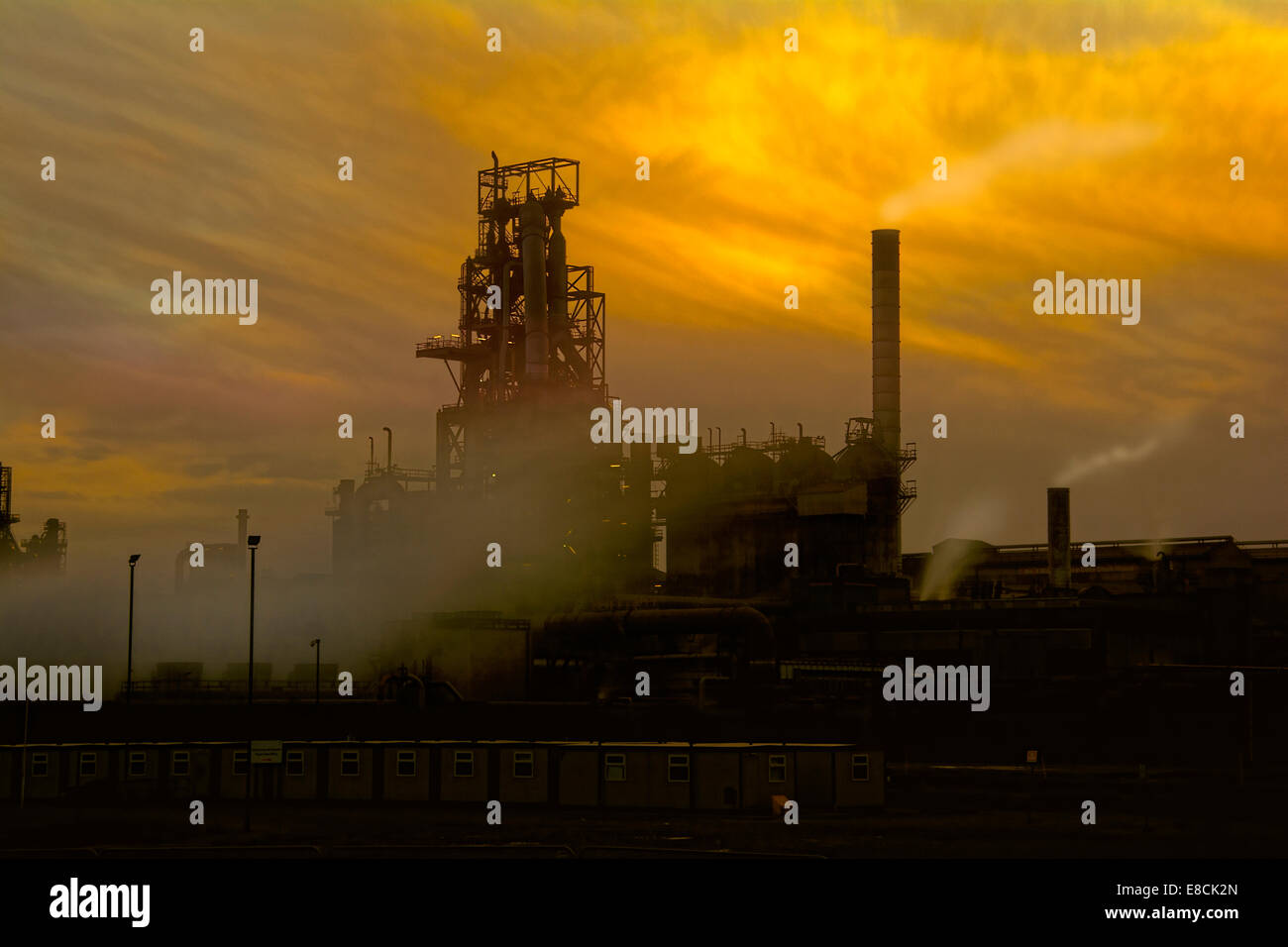 Port Talbot Stahlwerk bei Sonnenuntergang. Industrielandschaft. Stockfoto