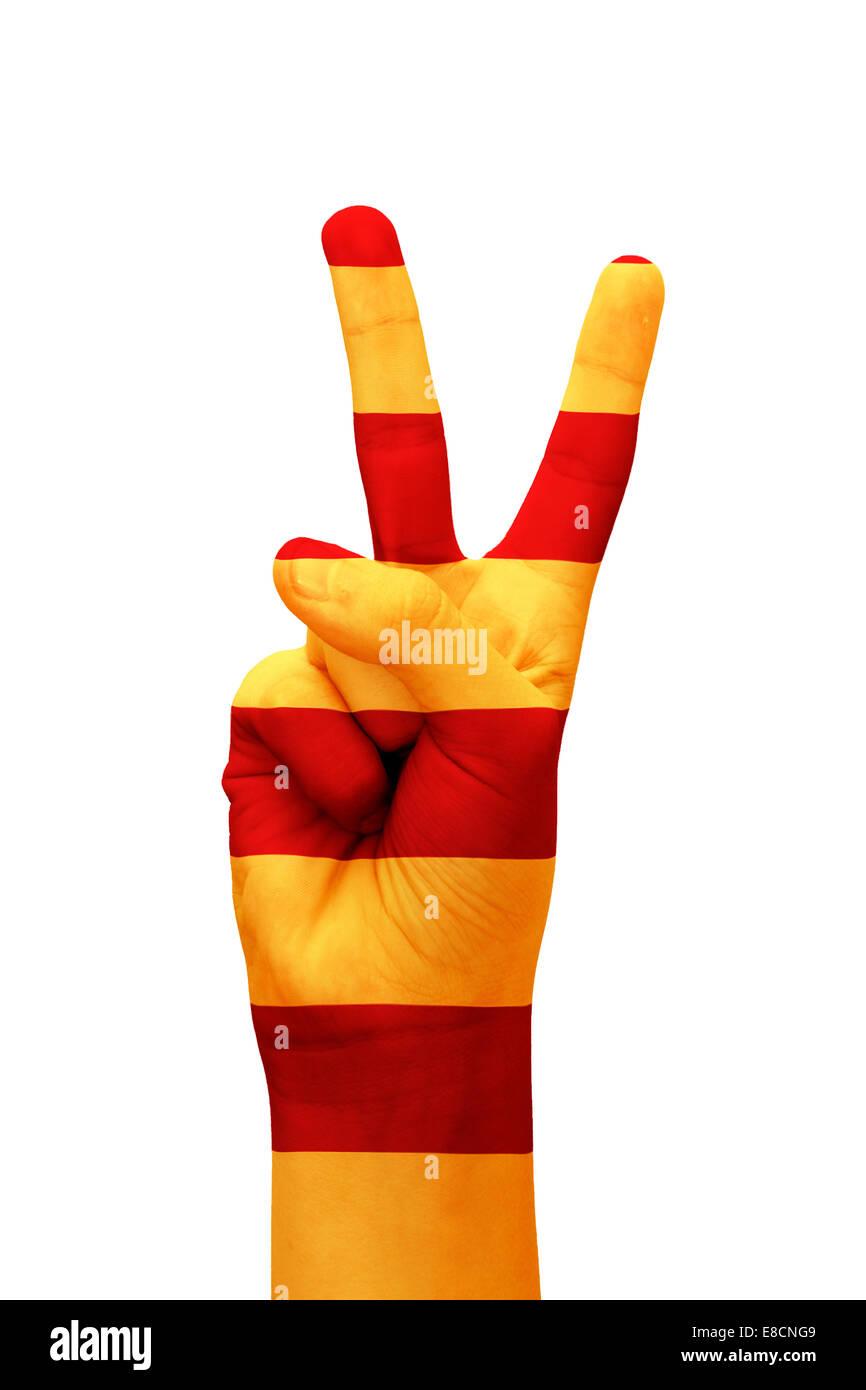 Hand machte das V-Zeichen mit der katalanischen Flagge als Symbol des Sieges gemalt Stockbild