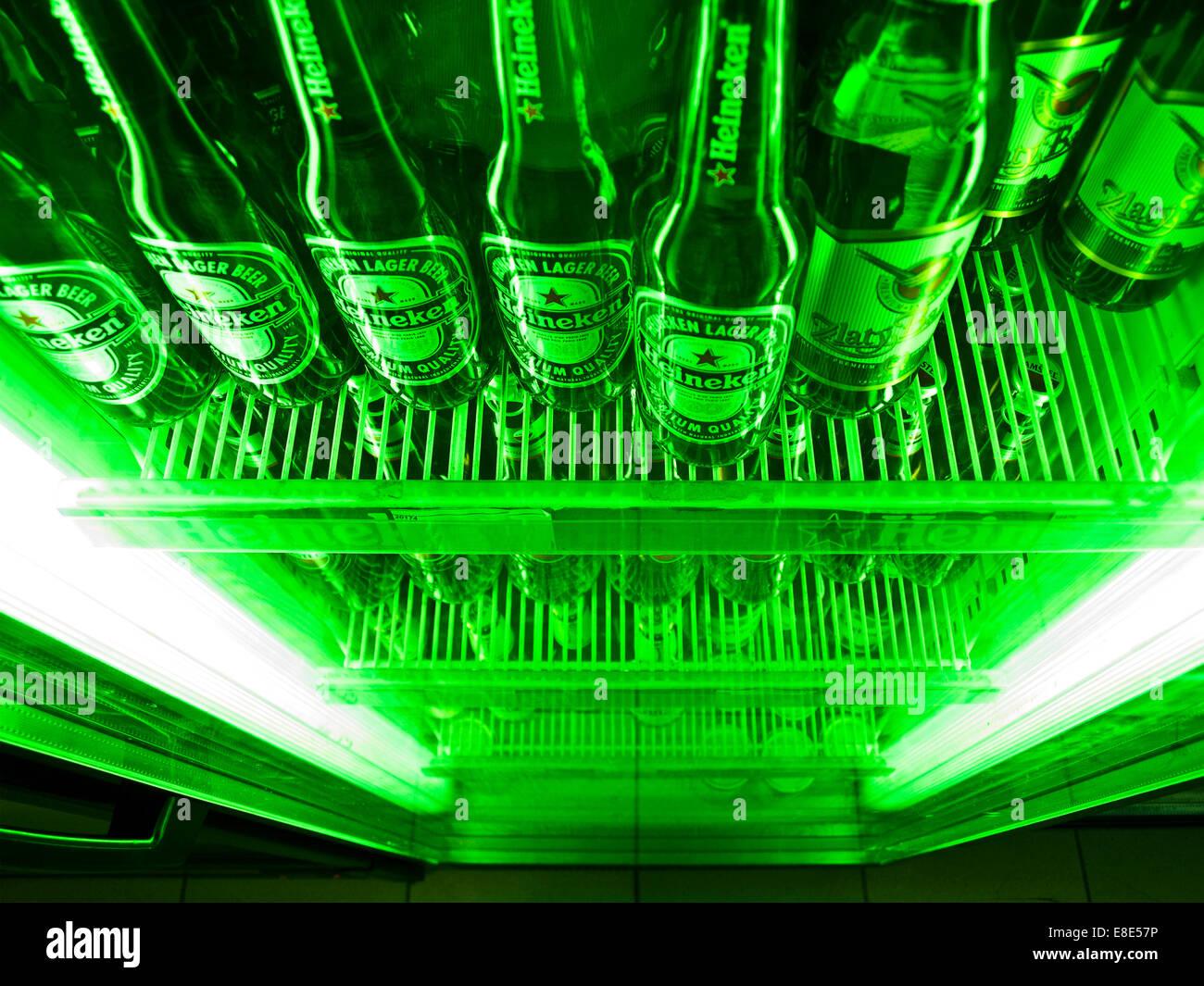 Mini Kühlschrank Heineken : Heineken beer bottles stockfotos heineken beer bottles bilder