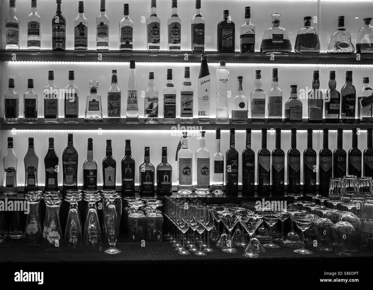 Liquor Bottles On Bar Counter Stockfotos & Liquor Bottles On Bar ...