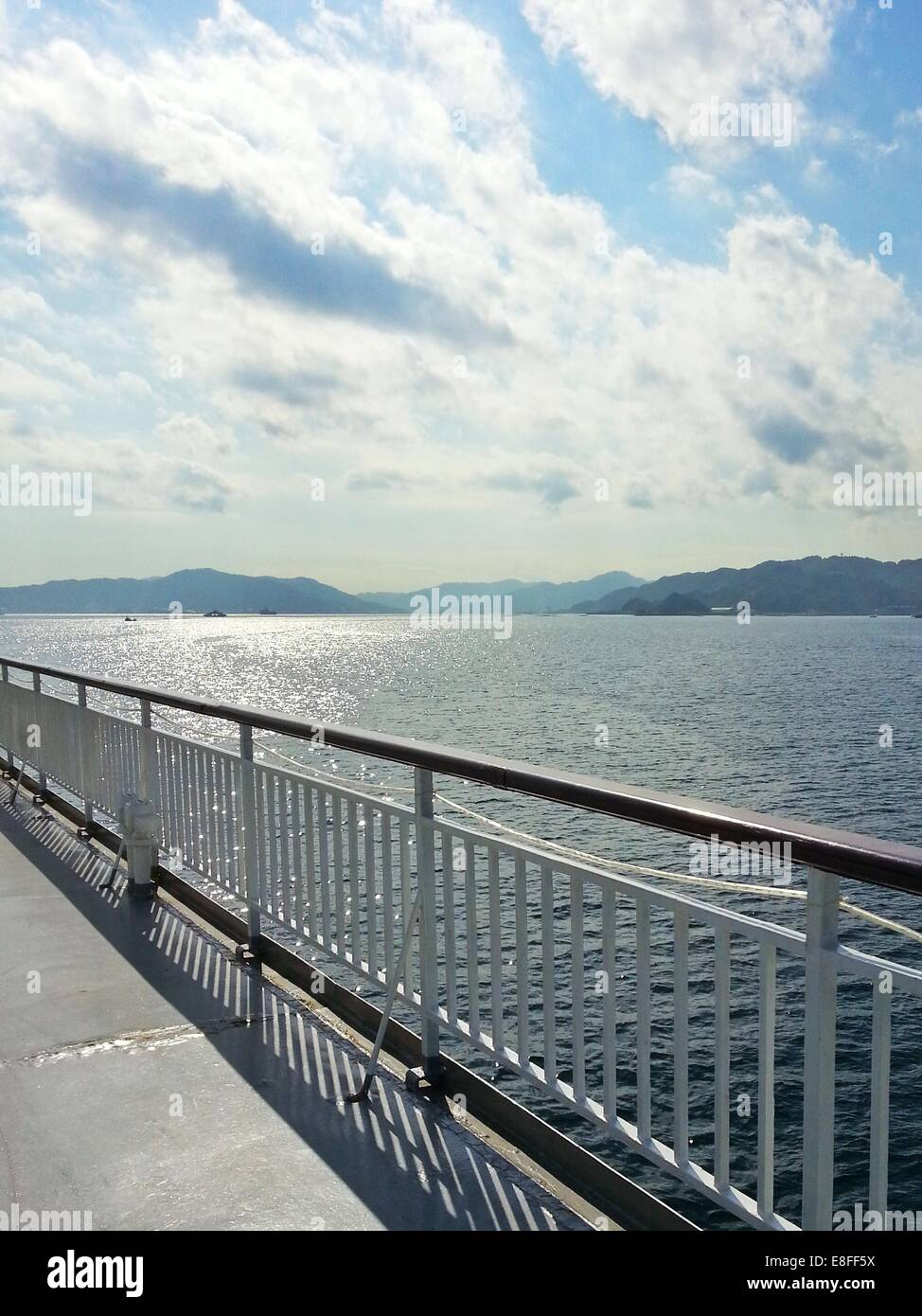 Blick auf das Meer vom Schiff Stockbild