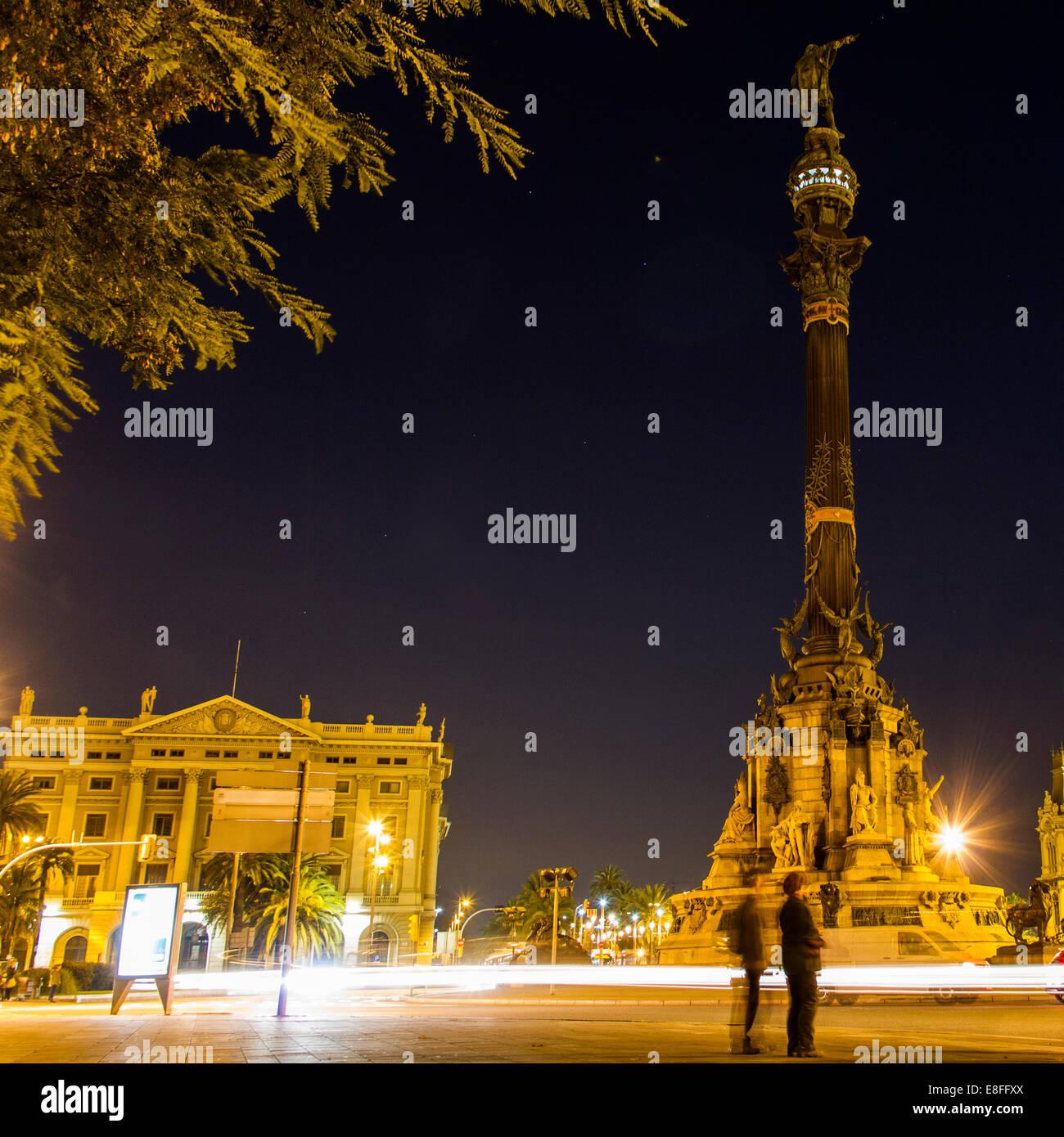 Spanien, Katalonien, Barcelona, Kolumbus-Denkmal in der Nacht Stockbild