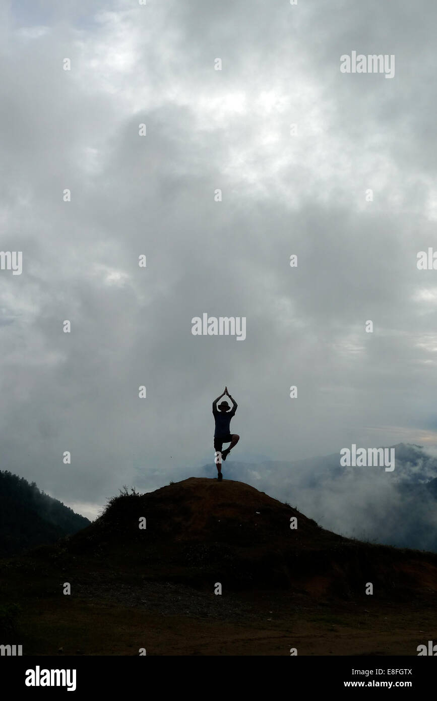 Nepal-Person In Yoga-Pose Stockbild