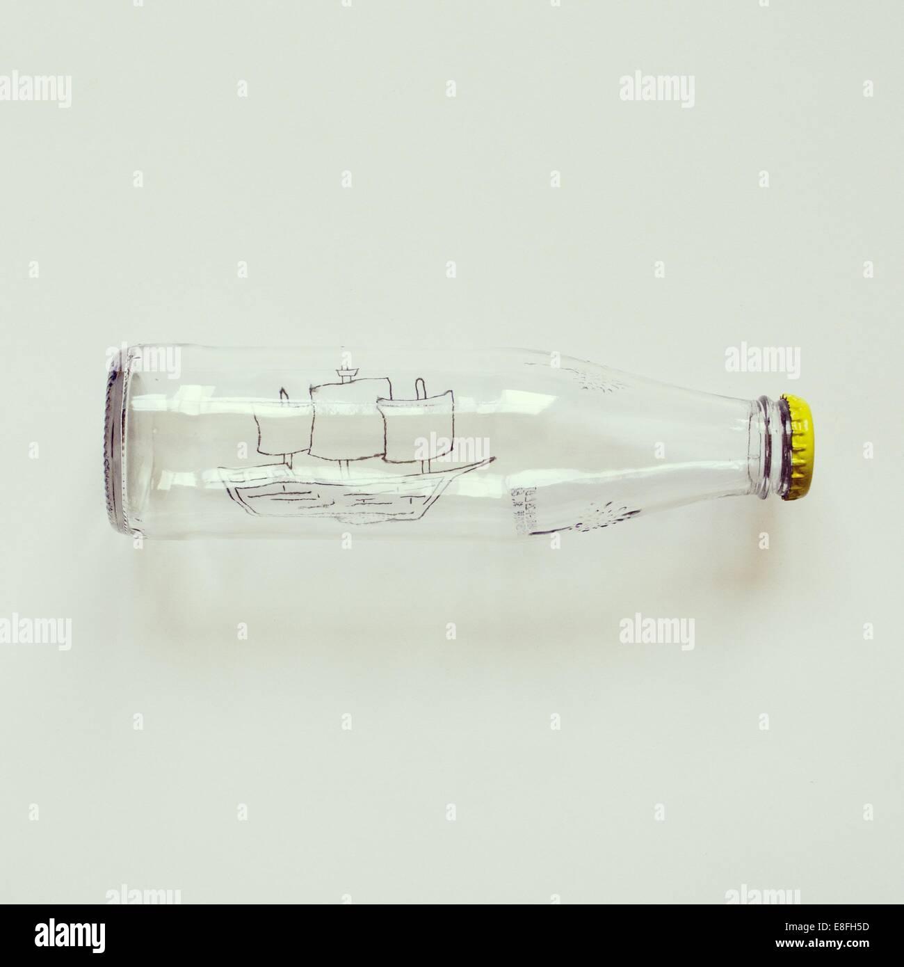 Konzeptionelle Schiff in der Flasche Stockbild