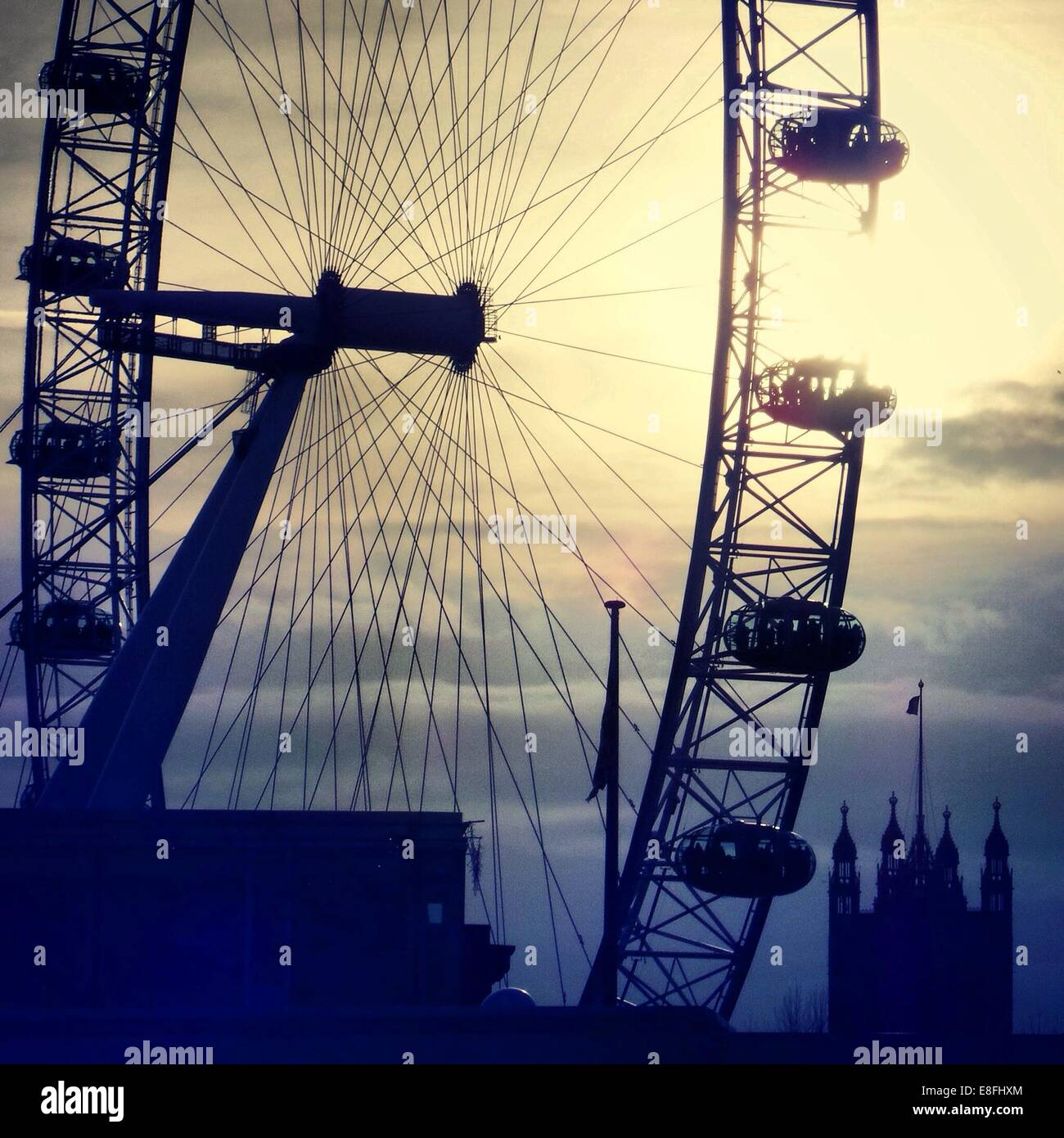 UK, London, Silhouette des London Eye Stockbild
