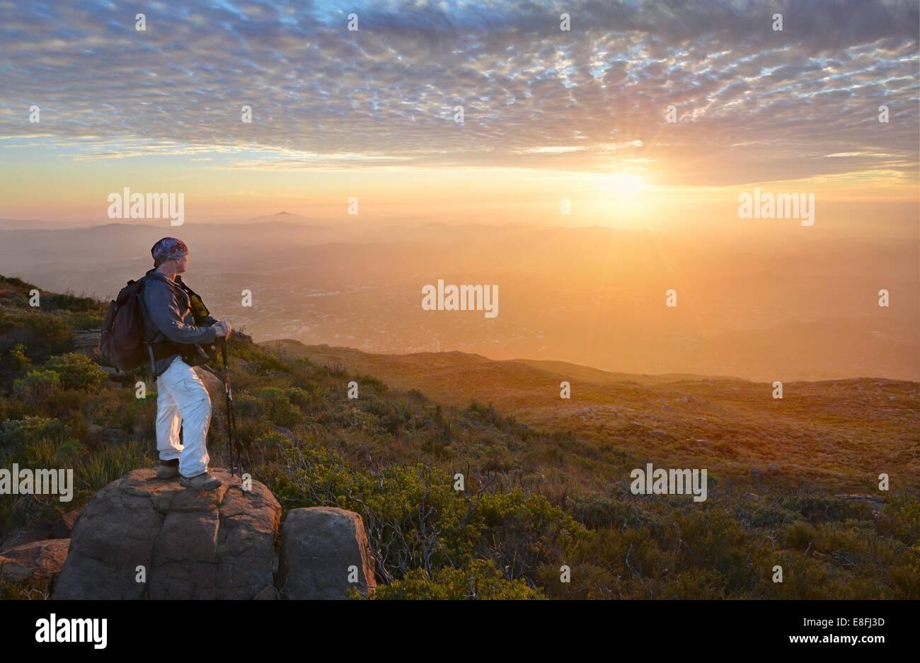 USA, California, Cleveland National Forest, Geschaeftsviertel Blick auf Sonnenuntergang Stockbild