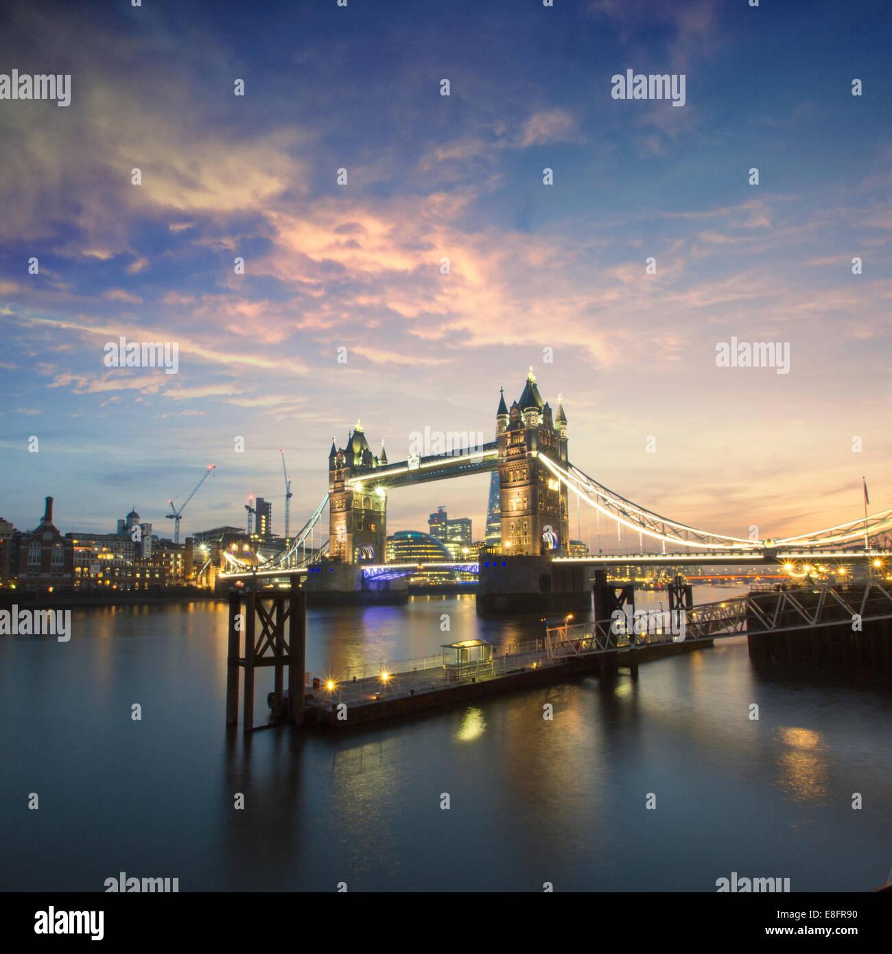 Vereinigtes Königreich, London, Tower Bridge bei Nacht Stockbild