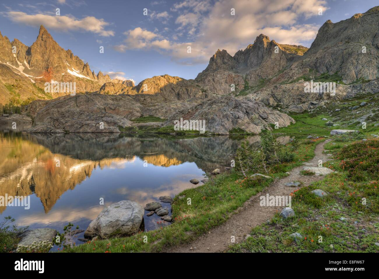 USA, California, Inyo National Forest, Pfad zu Bergen Stockbild